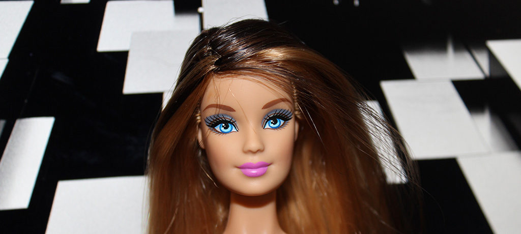 Barbie ooak long cheveux avec un corps de muse