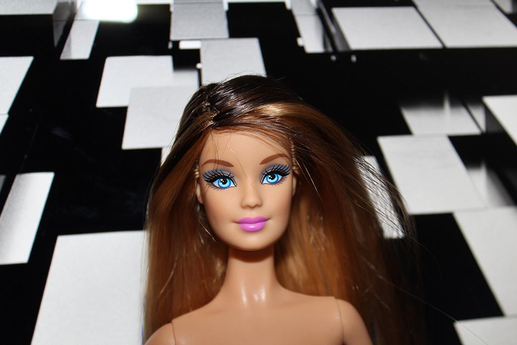 Barbie ooak long cheveux avec un corps de muse
